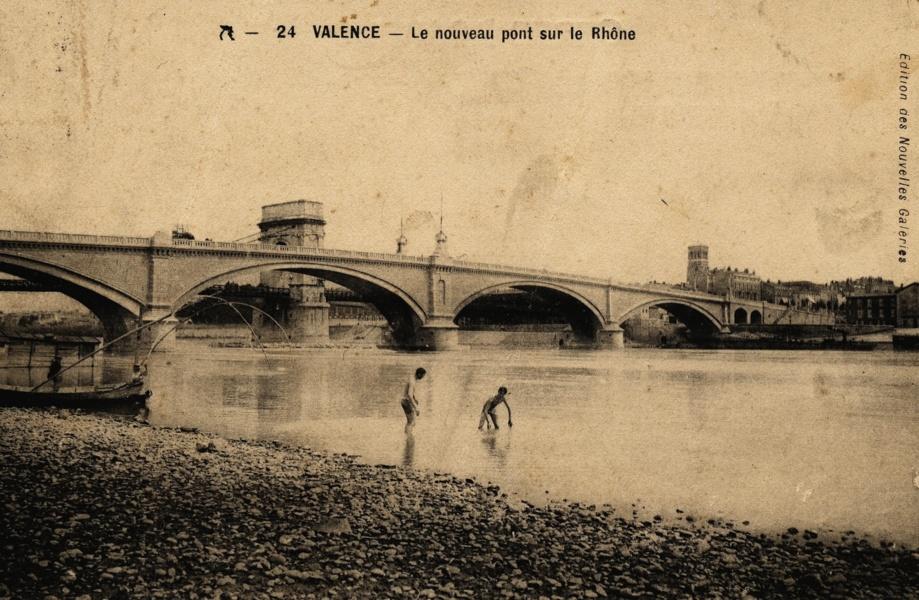 Baignade dans le Rhône à Valence © Coll Dürenmatt, Promofluvia Coll BM Lyon