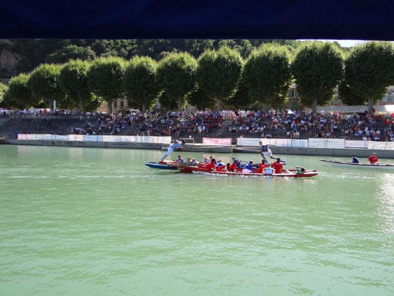 Bassin de joutes sur le quai Jules Roche © Mairie de Serrieres sur Rhone