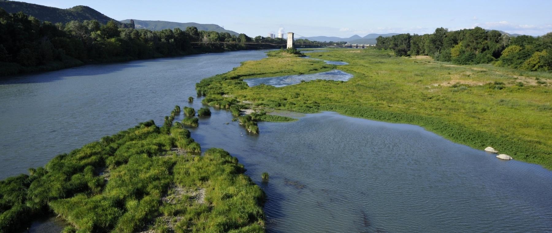 Bras du Rhône entre Le Teil et Rochemaure (07) © M. Rougy/Auvergne-Rhône-Alpes Tourisme