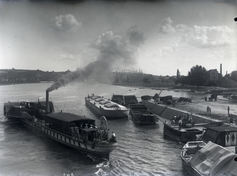 Port de Frans© Collections photographiques de la Ville de Villefranche-sur-Saone, Fonds 9 Fi Berthier Bonnet