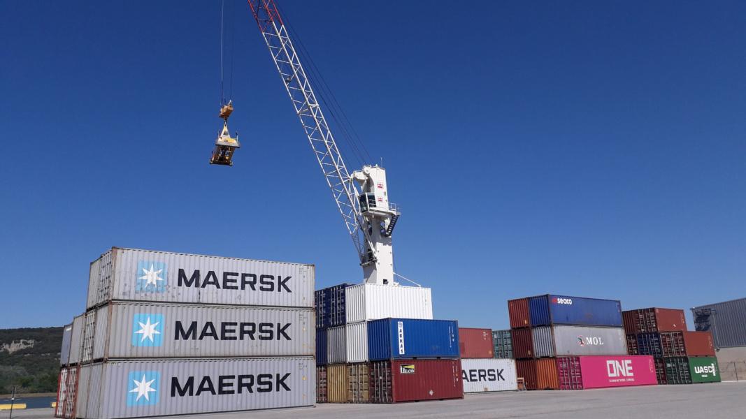 manutention conteneurs Port de Commerce CCI Drôme © Chambre de Commerce et d industrie de la Drome