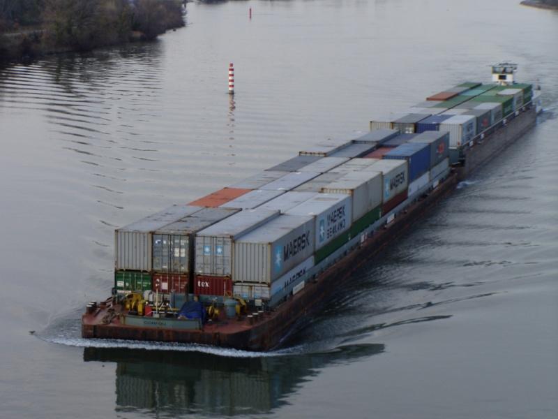 Conteneurs sur barge © LogiRhône