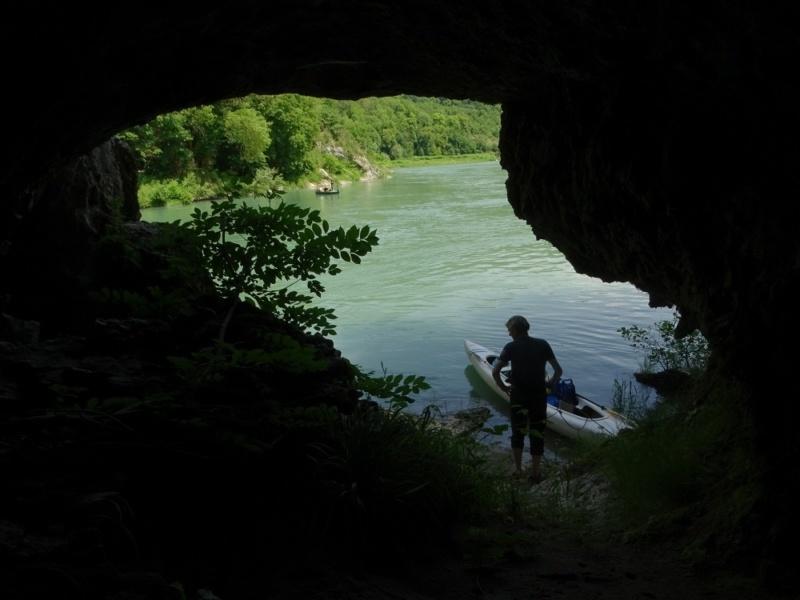 Grotte de la Balme sur le Rhone © Jean-Louis Michelot