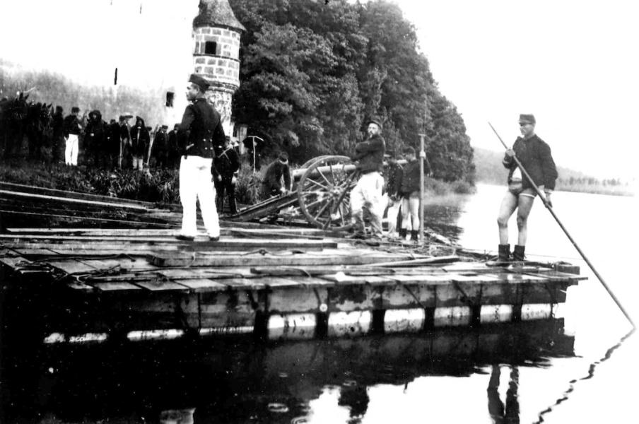 L artillerie traverse la Saone a Chemilly © DR Louis Bonnamour