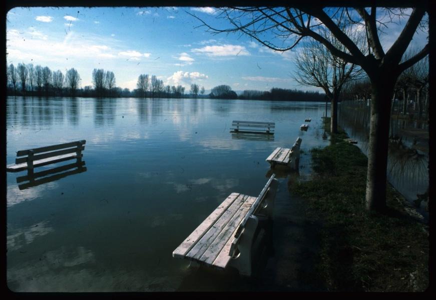 La Saône en crue à Trévoux © Fonds René Lanaud Bibliothèque Municipale de Lyon
