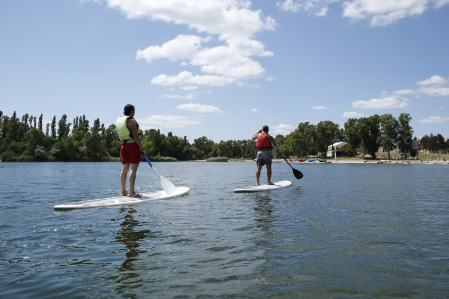 Loisirs nautiques paddle au Grand Parc Miribel Jonage© M Andre ABIABO