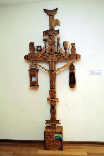 Croix des mariniers du musée Escale du Haut-Rhône à Bregnier-Cordon - Bugey (01) © © M. Rougy/Auvergne-Rhône-Alpes Tourisme