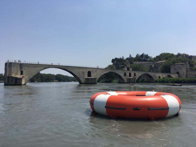 O R S HEHE devant le pont d Avignon © DR Bipolar