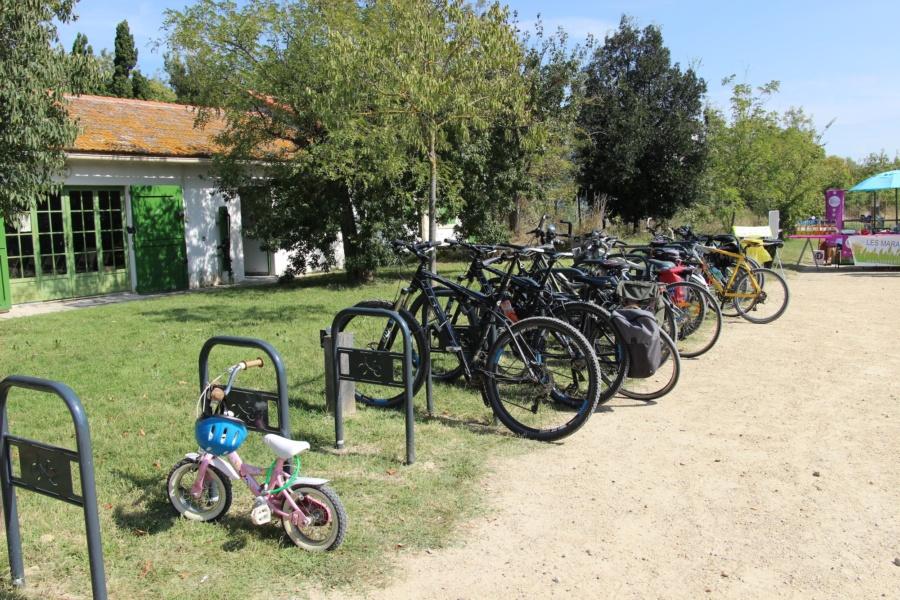 Parking à vélo Marais du Vigueirat © PF AMV