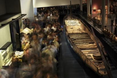 Présentation du chaland Arles Rhône 3 au Musée Départemental Arles antique © CD13-MDAA Rémi Bénali