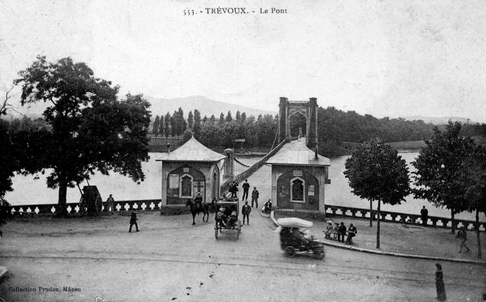 Trévoux et le pont suspendu© Communauté de communes Dombes Saône Vallée