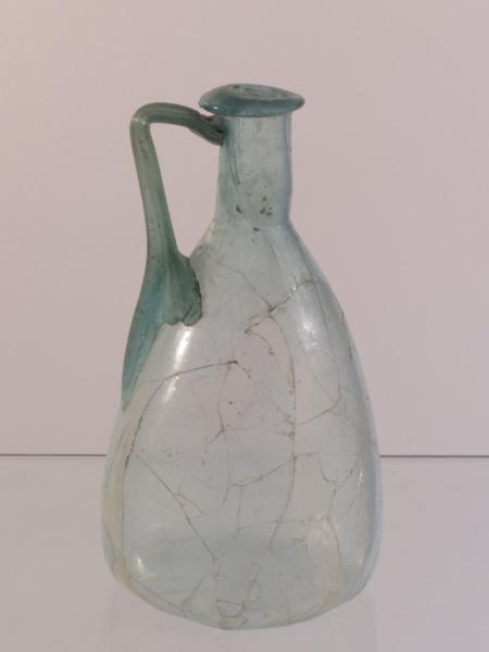 Une cruche en verre