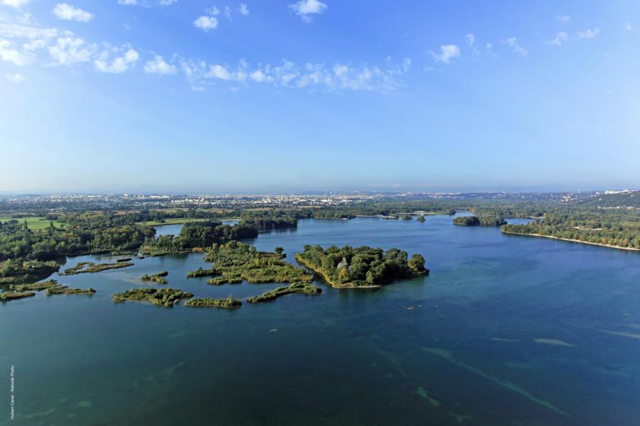 Vue aerienne les iles du Grand Parc Miribel Jonage © Hubert Canet Balloide photos