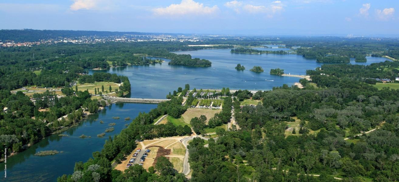 Vue aérienne du Grand Parc Miribel Jonage©Hubert Canet BalloidePhoto