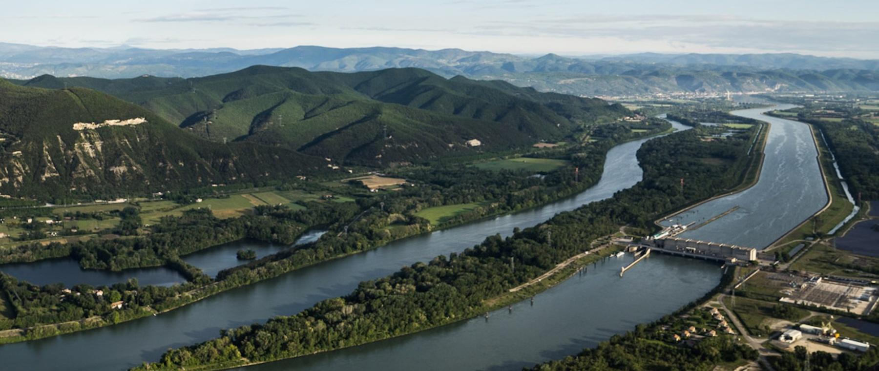 Vue du Rhône avec le Vieux Rhône, le canal et le barrage hydroélectrique de Baix © Tristan Zilberman, 2015